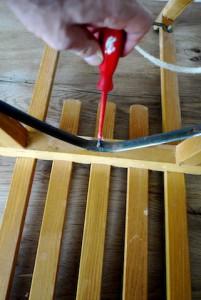 Kaum zu Schrauben, aber wahr! So ein Holzschlitten hat einige Schrauben, die auch locker sein können. Bevor Ihr zum Schlittenhang geht, zieht die Schrauben bitte nach.  Foto (c) kinderoutdoor.de