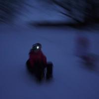 Nachtrodeln: Auch am Schlittenhügel im Stadtpark ist das eine Riesengaudi.  foto (c) kinderoutdoor.de