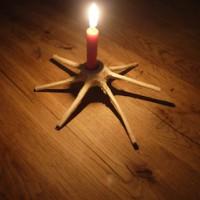 Fertig sind wir mit dem Schnitzen! Was für ein toller Kerzenständer.   foto (c) kinderoutdoor.de