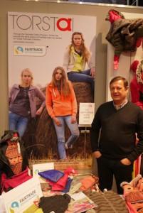 ISPO 2016: Tommie von der Marke Torsta ist sich sicher: Die Fair Trade Baumwolle kommt bei den Kunden gut an! Foto (c) kinderoutdoor.de
