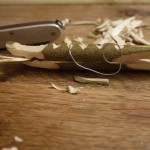 Holzschnitzen mit Kindern: Anleitung für eine Krokodil-Wäscheklammer