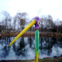 Wir malen noch den Wasservogel an und lackieren ihn.  Foto © kinderoutdoor.de