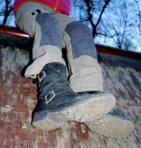 Elkline Waldmeister eine robuste Outdoorhose für aktive Kinder.  Foto (c) kinderoutdoor.de