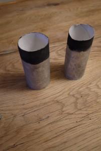 Basteln mit Klorollen. Unser zukünftiges Fernglas hat seinen Anstrich.  Foto (c) kinderoutdoor.de