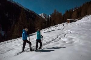 Drei Stunden dauert die Vollmond Schneeschuhwanderung in Osttirol.Die Kinder und Erwachsenen lernen dabei viel über Tierspuren im Schnee und den nächtlichen  Sternenhimmel.  Foto (c) christian riepler