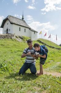 Wamdern am Aletschgletscher mit der kostenlosen App. Wo die uns wohl hinführt.  foto (c) aletsch arena ab