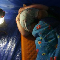 Kinder solltet Ihr entsprechend der Außentemperatur nachts im Schlafsack anziehen.   foto (c) kinderoutdoor.de