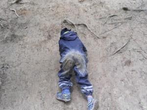 Schnitzeljagd im Wald: Lieber hochseilen als abseilen.  Foto (c) kinderoutdoor.de