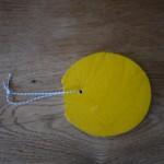Osterbastelei mit Kindern: Mit dem Taschenmesser Ostereier schnitzen