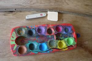 Schnitzen mit Kindern: Hier seht Ihr das Material für unsere Narzissen.  Foto (c) Kinderoutdoor.de