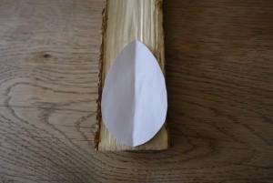 Für unsere Osterbastelei mit KIndern ist eine Schablone aus Papier ganz hilfreich.  Foto (c) kinderoutdoor.de
