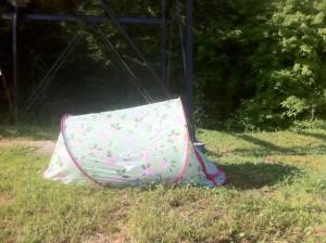 Zeltplatz finden: Dürft Ihr hier auch das Zelt aufschlagen? Ansonsten gibt es 50 bis 2.500 Euro Bußgeld, je nach Bundesland, pro Nacht. Dann lieber gleich ins Hotel.  foto (c) kinderoutdoor,de