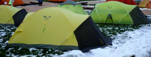 Steht das Zelt in einer Senke? Toll, dann habt Ihr bald fließend Wasser.  Foto (c) kinderoutdoor.de