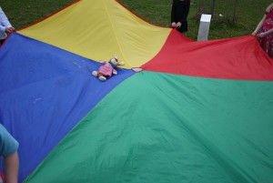 Schnitzeljagd Aufgaben: Wir landen mit dem Fallschirm auf einer einsamen Schatzinsel. foto (c) kinderoutdoor.de