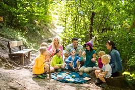 Beim Ferienprogramm sind große und kleine Schenna-Urlauber willkommen Bildnachweis: Tourismusverein Schenna/Florian Andergassen