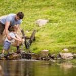 Familienurlaub in Schenna: Wildes kochen, Tierspuren lesen und Wasserwerkstatt