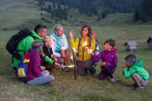 Beim Urlaub im Hochpustertal ist die Familie auch nachts unterwegs und lernt so die Dolomiten aus einer ganz anderen Perspektive kennen.  foto © TVB Hochpustertal M.Lafogler