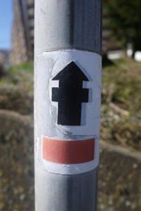 Wandern mit Kindern auf den Spuren der Römer. Folgt diesem Zeichen! Foto (c) kinderoutdoor.de