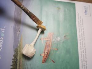 Wenn wir mit dem Schnitzen fertig sind, malen die Kinder den Pilz an.  foto (c) kinderoutdoor.de