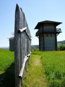 Rauf auf den Wachturm! Den Kindern macht es Spaß auf den Spuren der Römer zu wandern.  foto (c) kinderoutdoor.de