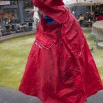 Regenponcho Valdipino von Vaude im Test: Gegenseitiges Schultertropfen