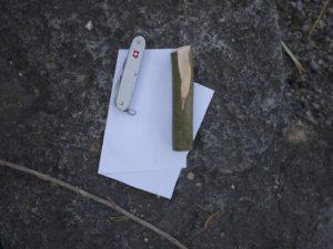 Schnitzen lernen mit dem Taschenmesser: Das braucht Ihr um eine Hanse Kogge zu schnitzen.  foto (c) kinderoutdoor.de