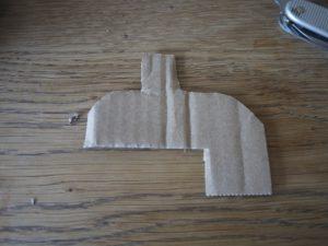 Mit dem Taschenmesser schneiden wir den Aufbau aus.  Foto (c) kinderoutdoor.de