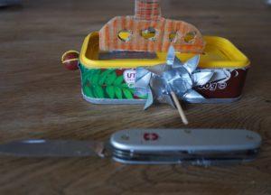 Basteln mit dem Taschenmesser: Fertig ist unser Schaufelraddampfer. foto (c) kinderoutdoor.de