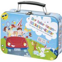 Spiele für die Autofahrt brauchen eine robuste Verpackung: Deshalb ist der Reise-Regen-Rücksitzkoffer aus Metall gefertigt.   Foto (c) kinderoutdoor.de