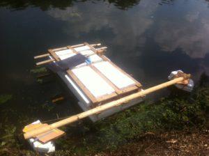 Ein Floß selbst bauen? Das ist eigentlich ganz einfach, wenn Ihr ein paar Dinge beachtet.  foto (c) kinderoutdoor.de