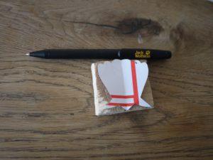 Schnitzen mit Kindern ist viel einfacher, wenn Ihr mit einer Schablone die Muschel aufzeichnet.  foto (c) kinderoutdoor.de
