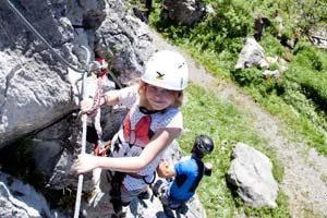 Klettersteig mit Kindern: In Warth-Schröcken gibt es spezielle Schnupperkurse für die Familie. Copyright: Copyright (c)Warth-Schröcken
