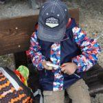 Richtiger Umgang mit dem Taschenmesser: Pflasterfrei mit Kindern schnitzen