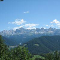 Wer mit den Kindern in Südtirol wandert, bekommt solche Ausblicke zu sehen.  foto (c) kinderoutdoor.de