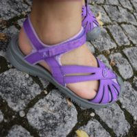 Keen Rose Sandale: Sieht gut aus, ist leicht, robust und vielseitig.   Foto (c) kinderoutdoor.de