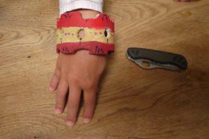So sieht unser selbstgebastelter Armreif aus.  foto (c) kinderoutdoor.de