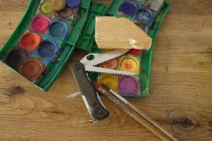 Schnitzen mit Kindern: Kreativ gehen wir an die Kanada Gans ran und brauchen dazu dieses Material.  Foto (c) kinderoutdoor.de
