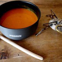 Outdoor Rezept für die schnelle Küche am Lagerfeuer oder Gaskocher: Leckere Kürbissuppe.   foto (c) kinderoutdoor.de