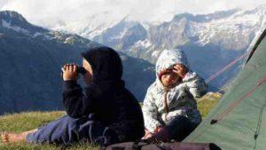 """Namuk ist anders. Die Kinderkleidung überzeugt die kleinen Outdoorer. """"Bei der Kinderouterwear haben wir einen extremen Preisdruck, die Kleider müssen mindestens so gut sein wie die Erwachsenenkleider, dürfen aber nichts kosten. Deshalb nehmen die grossen Labels auch oft die günstigsten Stoffe und sparen wo sie können,"""" so Franz Bittmann von Namuk. foto (c) Namuk"""