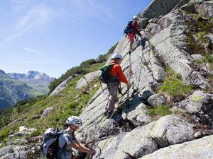 Packliste für einen Klettersteig mit Kindern, wie hier der Little Ballun in Galtür, und Ihr habt alels dabei.  foto (c) mike Gabl
