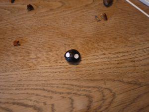 Zwei Konfettis auf die Kastanie und schon hat die Schildkröte zwei Augen. foto (c) kinderoutdoor.de