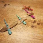 Schnitzen mit Kindern: Ideen direkt aus der Natur und eine Libelle basteln