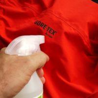 Outdoor Kleidung richtig imprägnieren und alles ist in trockenen Tüchern.   foto (c) kinderoutdoor.de