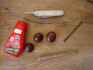 Basteln mit Kastanien: Hier ist unsere Materialliste dazu.  Foto (c) kinderoutdoor.de