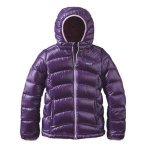 Patagonia Kinder Skibekleidung mit hochwertiger Daune: Das Girls Hi-Loft Down Sweater Hoody. foto (c) Patagonia