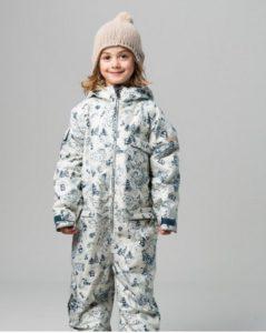 Der Schneeanzug Toile stand am Anfang vond er Schweizer Kindermarke Namuk und ist für kalte Wintertage ein wunderbares Frostschutzmittel.  foto (c) kinderoutdoor.de