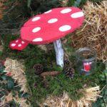 Schnitzen mit Kindern: Ein Fliegenpilz für den Garten