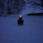 Outdoorkids beim Nachtrodeln in der Tiroler Zugspitzarena: Heiße Kufen und kalter Wind