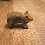 Schnitzen mit Kindern: Kreativ ein Wildschwein mit dem Taschenmesser schnippeln