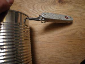 Noch die zwei Löcher für den Haltebügel bohren. foto (c) kinderoutdoor.de